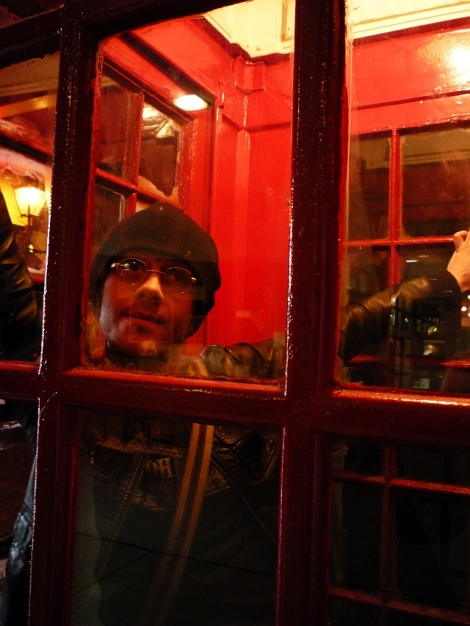 stuck-in-a-phonebox-4